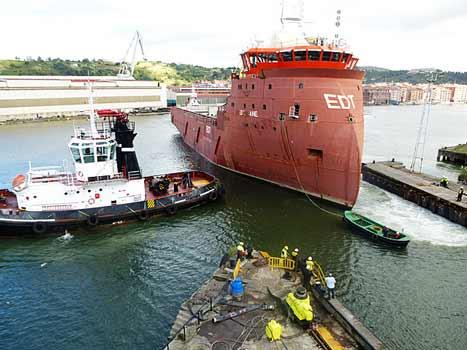 Botadura de barco en La Naval